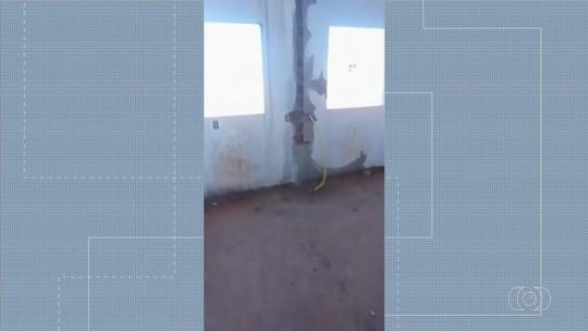 Moradores reclamam que obras de posto de saúde estão paralisadas, em Guapó
