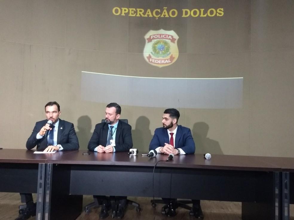Delegados da Polícia Federal e superintendente em exercício explicaram mais detalhes da Operação Dolos neste sábado (20) — Foto: Aline Nascimento/G1