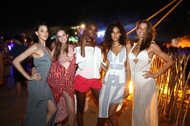 As modelos Clarice Vitkaukas, Thairine Garcia, Maria Borges, Cindy Bruna e Fernanda Liz no John John Rocks do ano passado (Foto: Iwi Onodera/Manuela Scarpa)