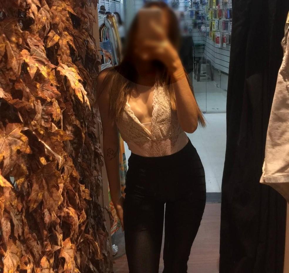 Jovem relatou ao G1 que foi abusada quando fazia fotos para loja de roupas em BH  — Foto: Reprodução/Redes sociais
