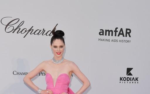 Veja os looks das celebridades no baile de gala da amfAR, em Cannes