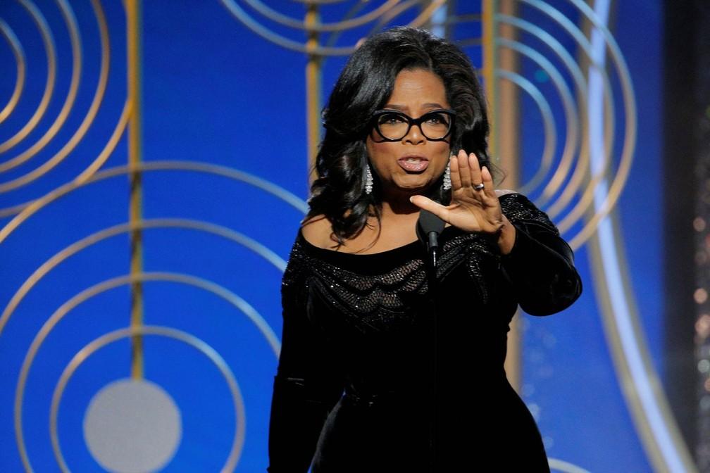7 de janeiro - A apresentadora Oprah Winfrey faz um discurso ressaltando conquistas das mulheres após aceitar o prêmio Cecil B. Demille na noite da 75ª edição do Globo de Ouro, em Beverly Hills, Califórnia (Foto: Paul Drinkwater/NBC via Reuters)