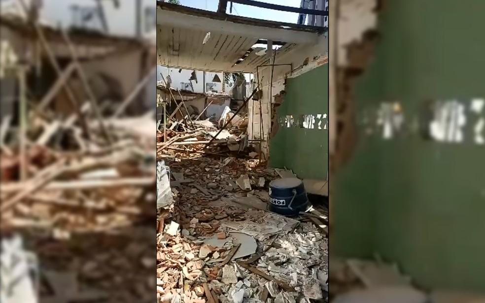 Laje de imóvel desaba na Zona Leste de SP — Foto: Reprodução/Facebook/Corpo de Bombeiros