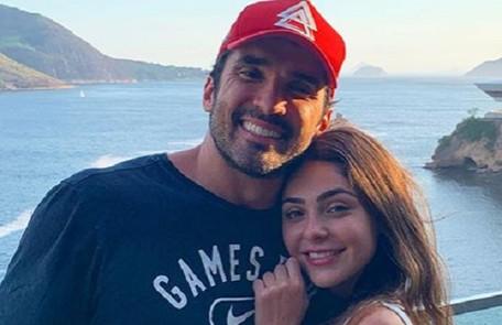 Marcela Barrozo se mudou para o apartamento do namorado, o advogado Luiz Fernando Pinto. 'A gente está fazendo um test-drive', brinca a atriz Reprodução