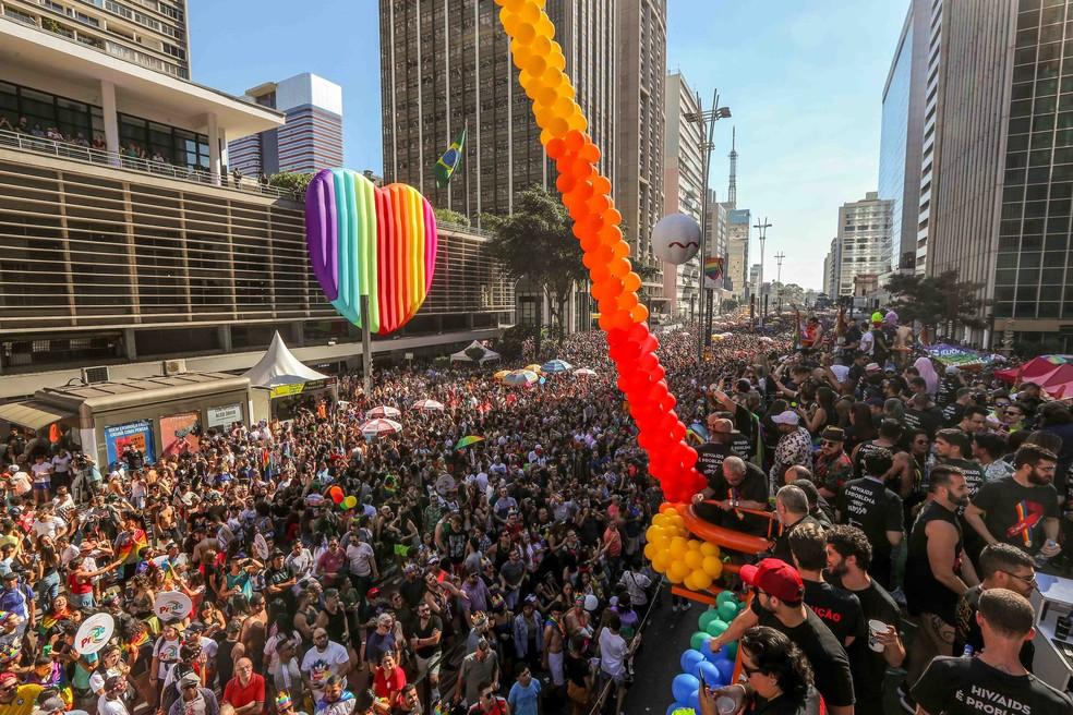 SP - PARADA LGBT/SÃ?O PAULO - GERAL - Participantes da 23ª edição da Parada do Orgulho LGBT de São Paulo, no vão livre do Museu de Arte de São Paulo (MASP), na Avenida Paulista, centro da capital, neste domingo (23).  â?? Foto: Daniel Teixeira/Estadão Conteúdo