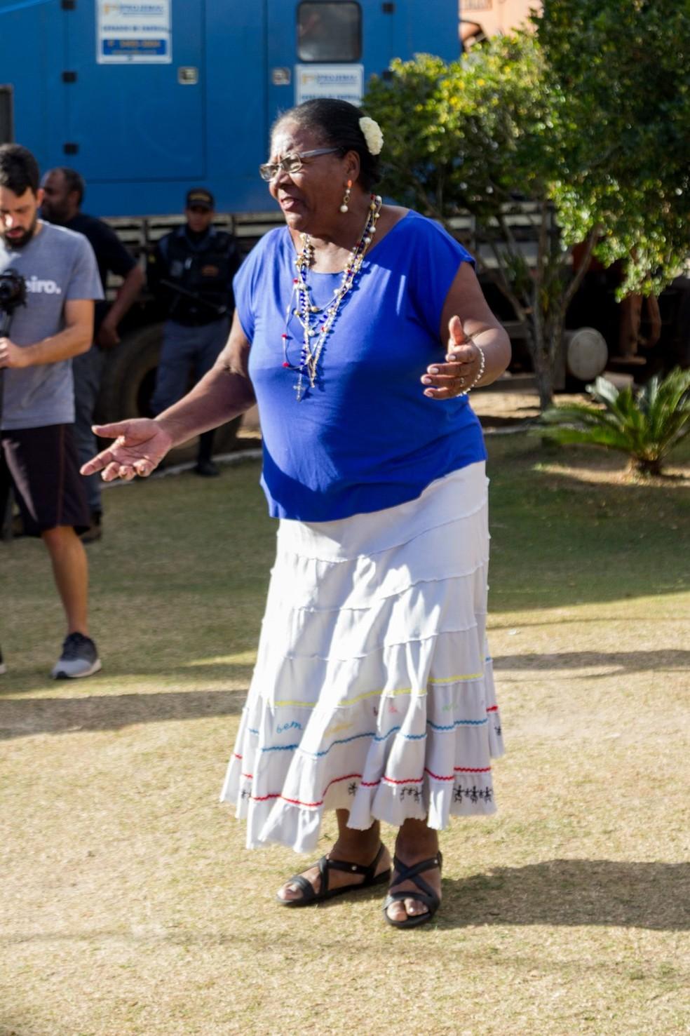 Pretinha, uma idosa, de 76 anos, escreveu o primeiro livro, em BH — Foto: Ligia Nassif