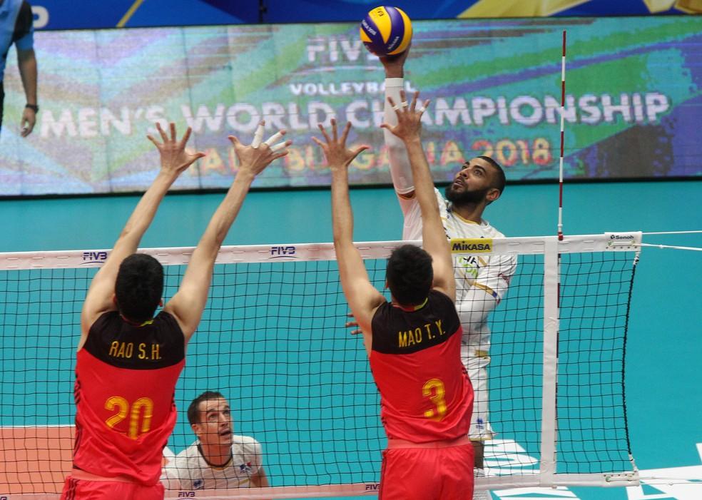 Ngapeth em ação contra a China — Foto: Divulgação / FIVB