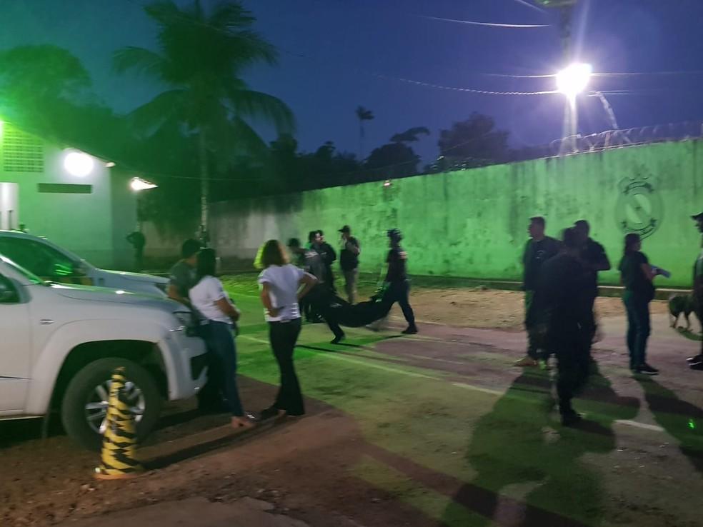 Corpo de 58ª vítima de massacre é encontrado por peritos em Altamira, no Pará. — Foto: Reprodução / TV Liberal