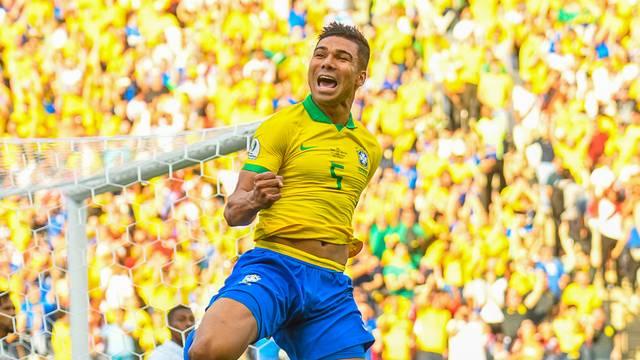 Casemiro abriu o placar na goleada: primeiro gol pela Seleção