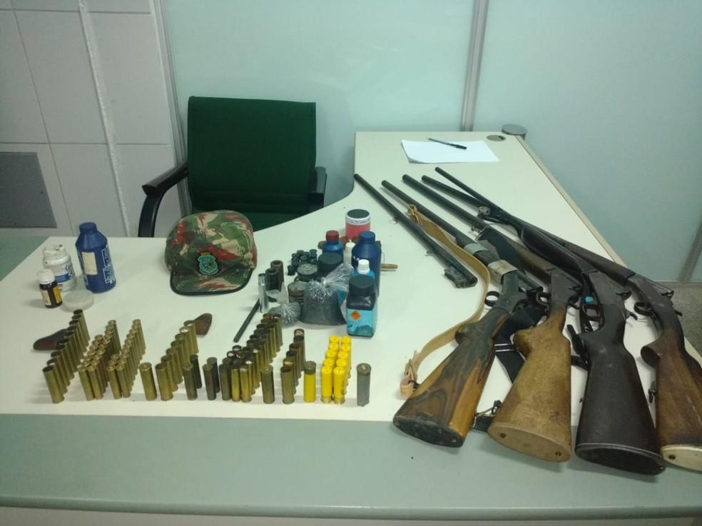 Homens foram encontrados com armas de fogo e animais silvestres, no Ceará (Foto: 4ª Cia BPMA)