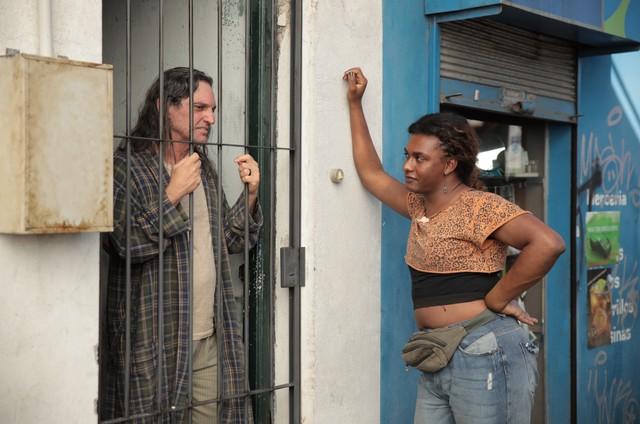 Liniker e Paulo Miklos em 'Manhãs de setembro', da Amazon (Foto: Divulgação)