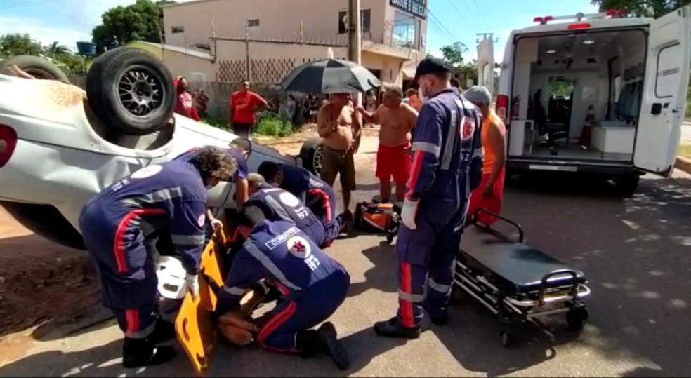 Equipes do Samu atenderam vítimas de capotamento no bairro Floresta, em Santarém — Foto: Henrique Pimentel/Arquivo Pessoal