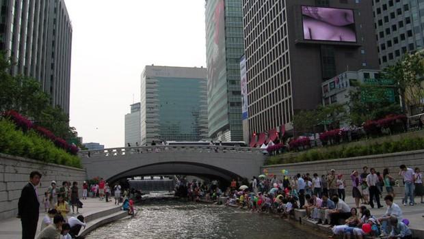 O rio Cheonggyecheon, de Seul, revitalizado (Foto: Divulgação)