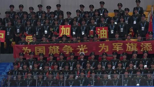 Torcida chinesa comparece a caráter e tem até maestro nos Jogos Mundiais Militares