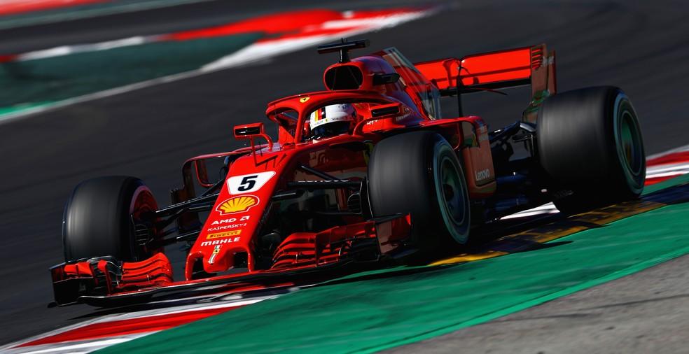Vettel pilota Ferrari na segunda semana de testes em Barcelona (Foto: Getty Images)