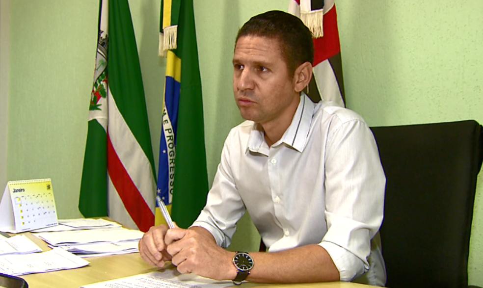 Justiça cassou o mandato do prefeito de Santa Cruz das Palmeiras, Thiago de Oliveira (PTB) (Foto: Reprodução/EPTV)