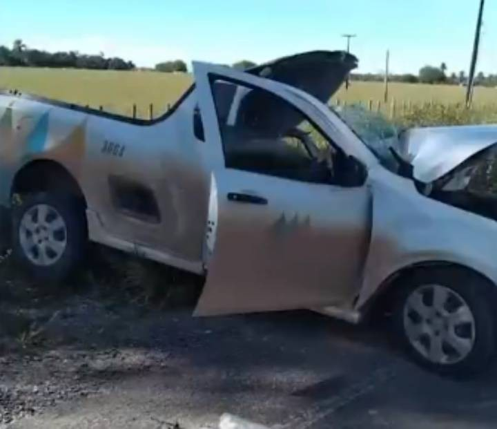 Funcionário da Coelba morre e outro fica ferido após acidente entre caminhão e veículo da empresa na Bahia