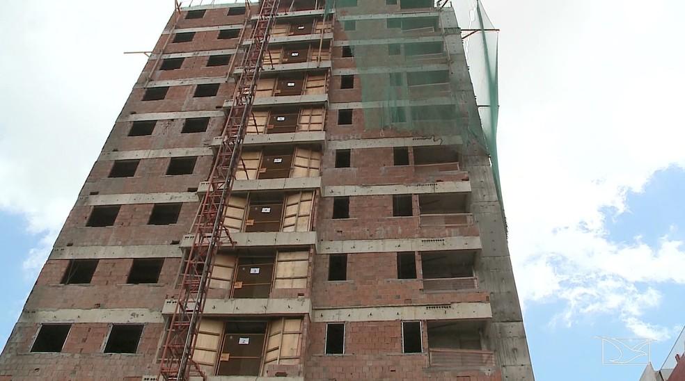 Adão da Silva Oliveira trabalhava na montagem da estrutura de um elevador quando aconteceu o acidente (Foto: Reprodução/TV Mirante)
