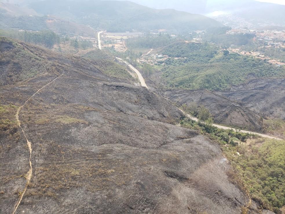 Incêndio atingiu área do Parque Estadual do Itacolomi, em Ouro Preto — Foto: Lucas Franco / TV Globo