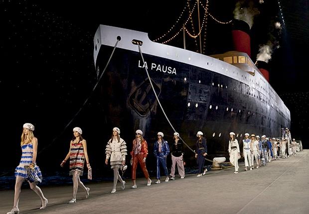 Cashmere - O La Pausa, estrela da cenografia em clima navy (Foto: O.Saillant, Lucile Perron)