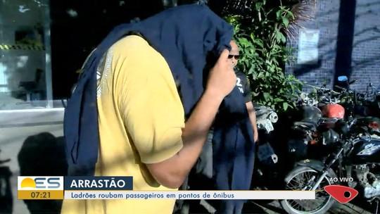 Suspeitos de fazer arrastão em pontos de ônibus são presos, no ES