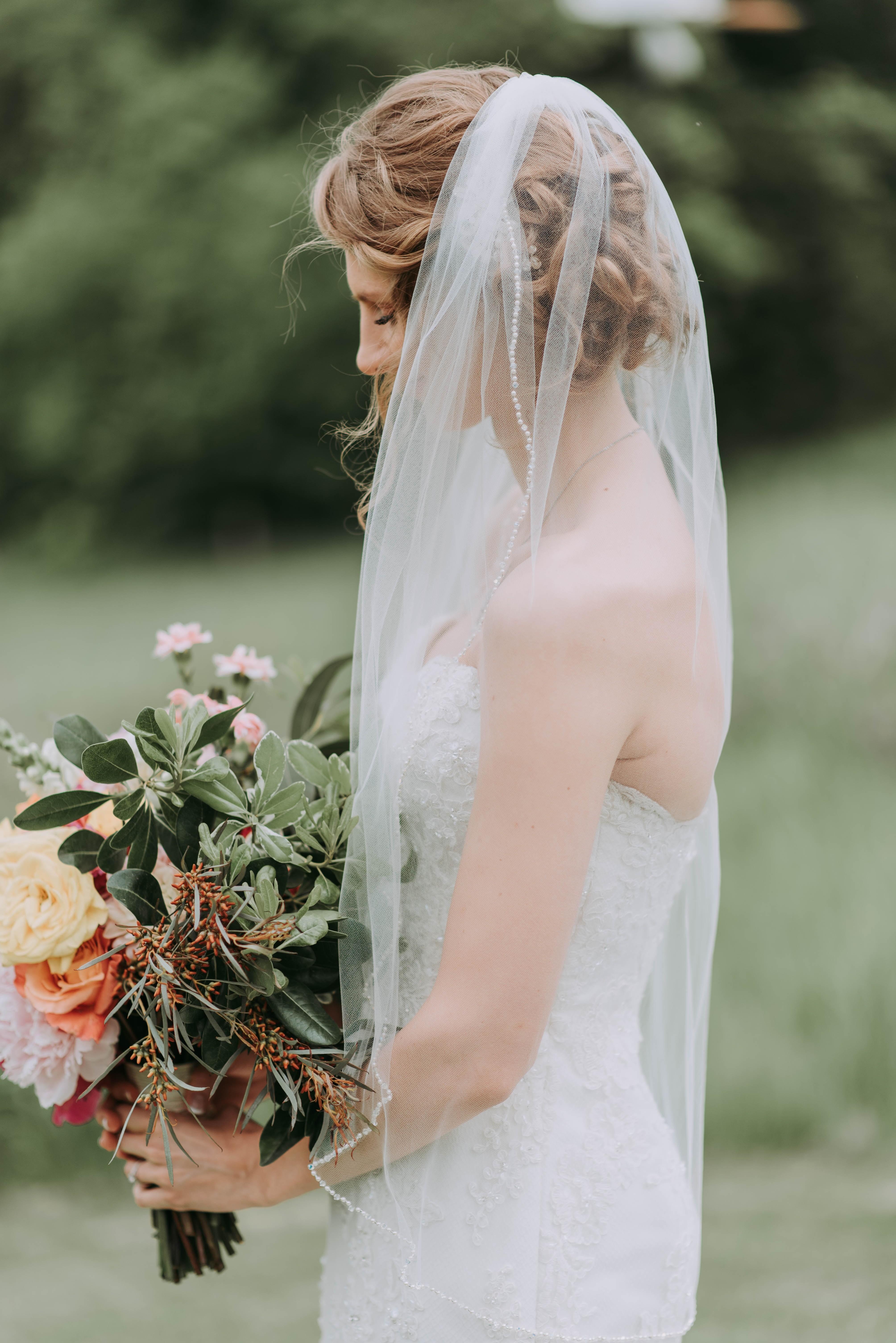"""Atualmente, as noivas estão mudando o corte de cabelo depois do """"sim"""" (Foto: Unsplash)"""