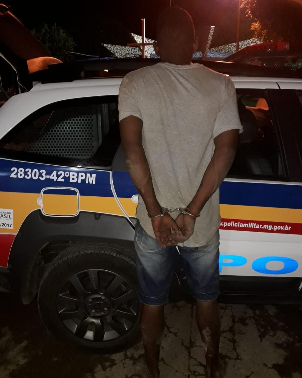 Homem foi preso em Buenópolis na noite dessa quarta — Foto: Polícia Militar/ Divulgação