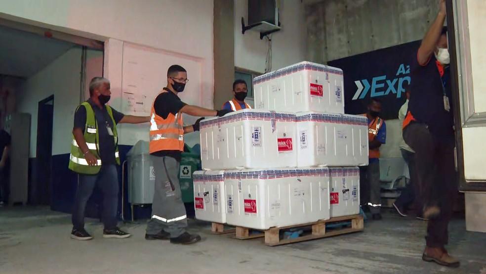 Última parte do 1º lote das vacinas chega ao Rio — Foto: Reprodução/TV Globo