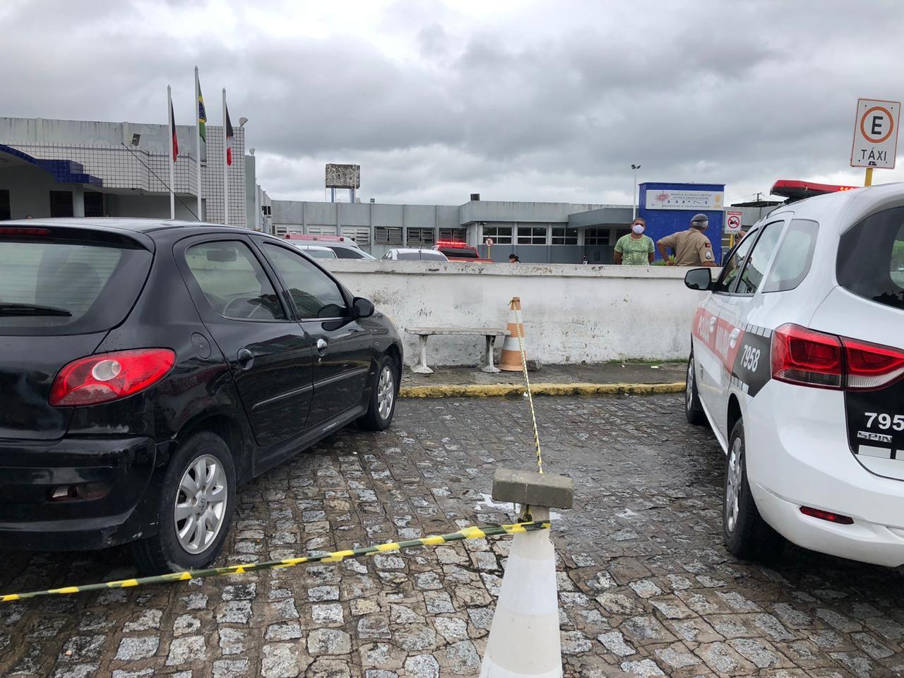 Homem é achado morto dentro de carro estacionado em hospital de João Pessoa, diz polícia