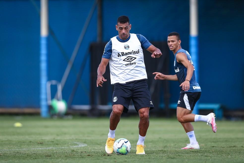 Diego Souza em treino do Grêmio nesta sexta — Foto: Lucas Uebel / Grêmio FBPA