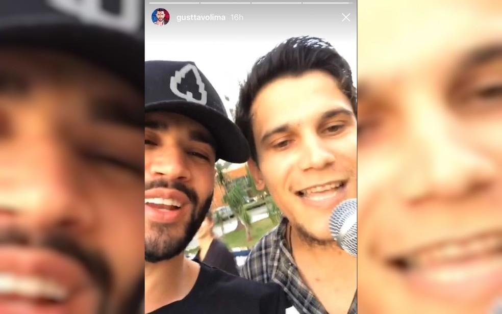 Gusttavo Lima cantou junto com Geú Primo, em semáforo de Goiânia (Foto: Reprodução/Instagram)
