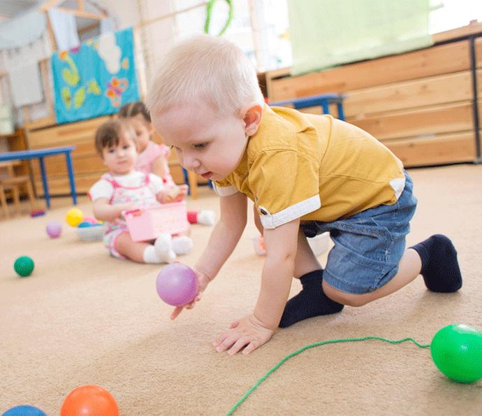 Crianças pequenas também precisam brincar livremente  (Foto: Divulgação)