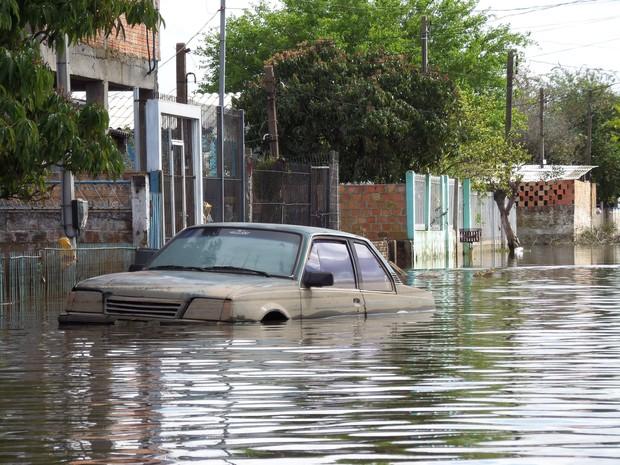 sonhar com enchente carro