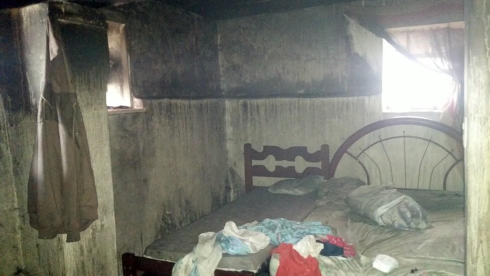 -  Incêndio mata mãe e duas crianças em residência em Lavras  Foto: Corpo de Bombeiros