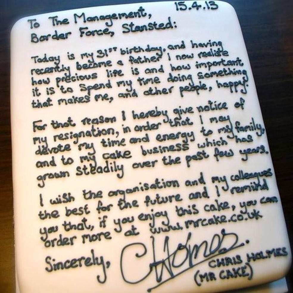 Bolo usado por Chris Homes para pedir demissão em aeroporto (Foto: Chris Holmes)