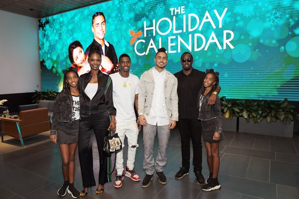 Uma foto do rapper Diddy com a atriz e modelo Kim Porter e os filhos dos dois (Foto: Getty Images)