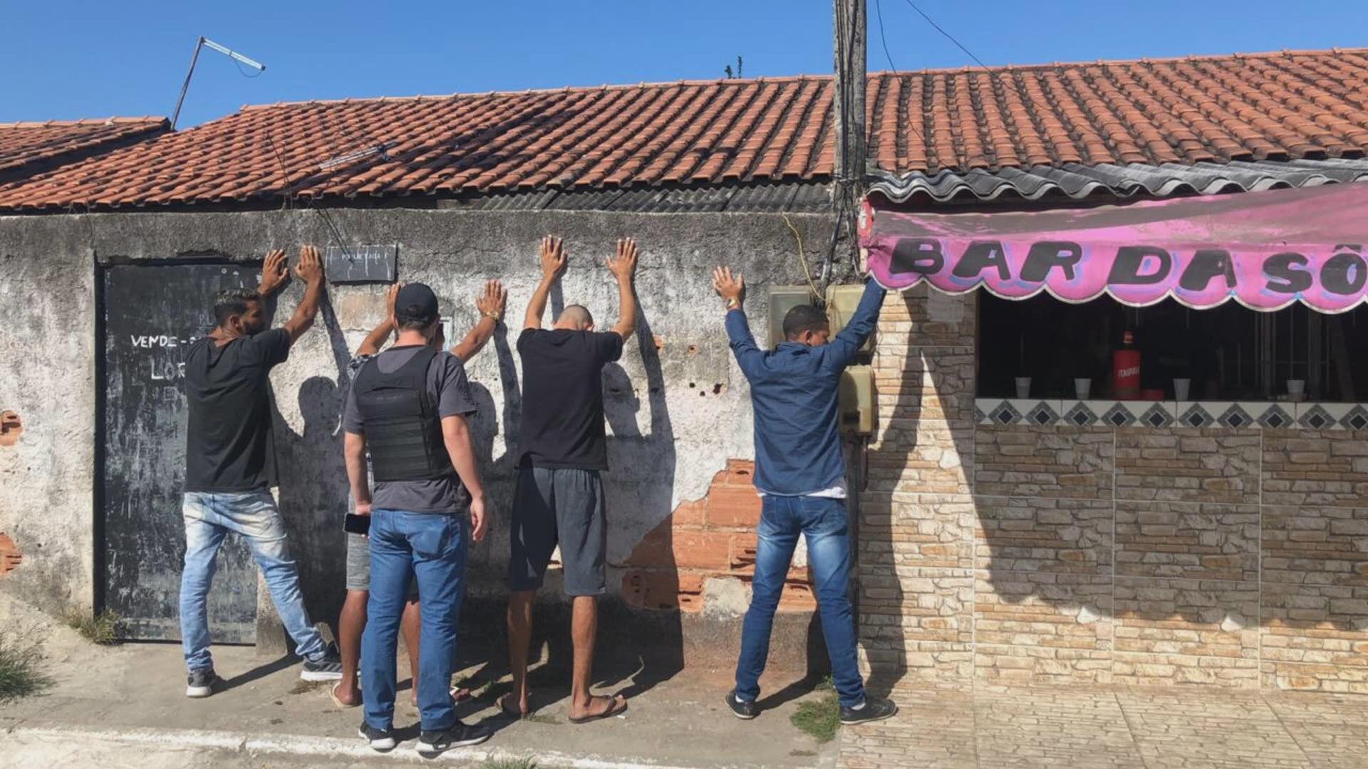 Polícia prende 4 suspeitos de integrar milícia que extorquia de moradores e comerciantes em Duque de Caxias