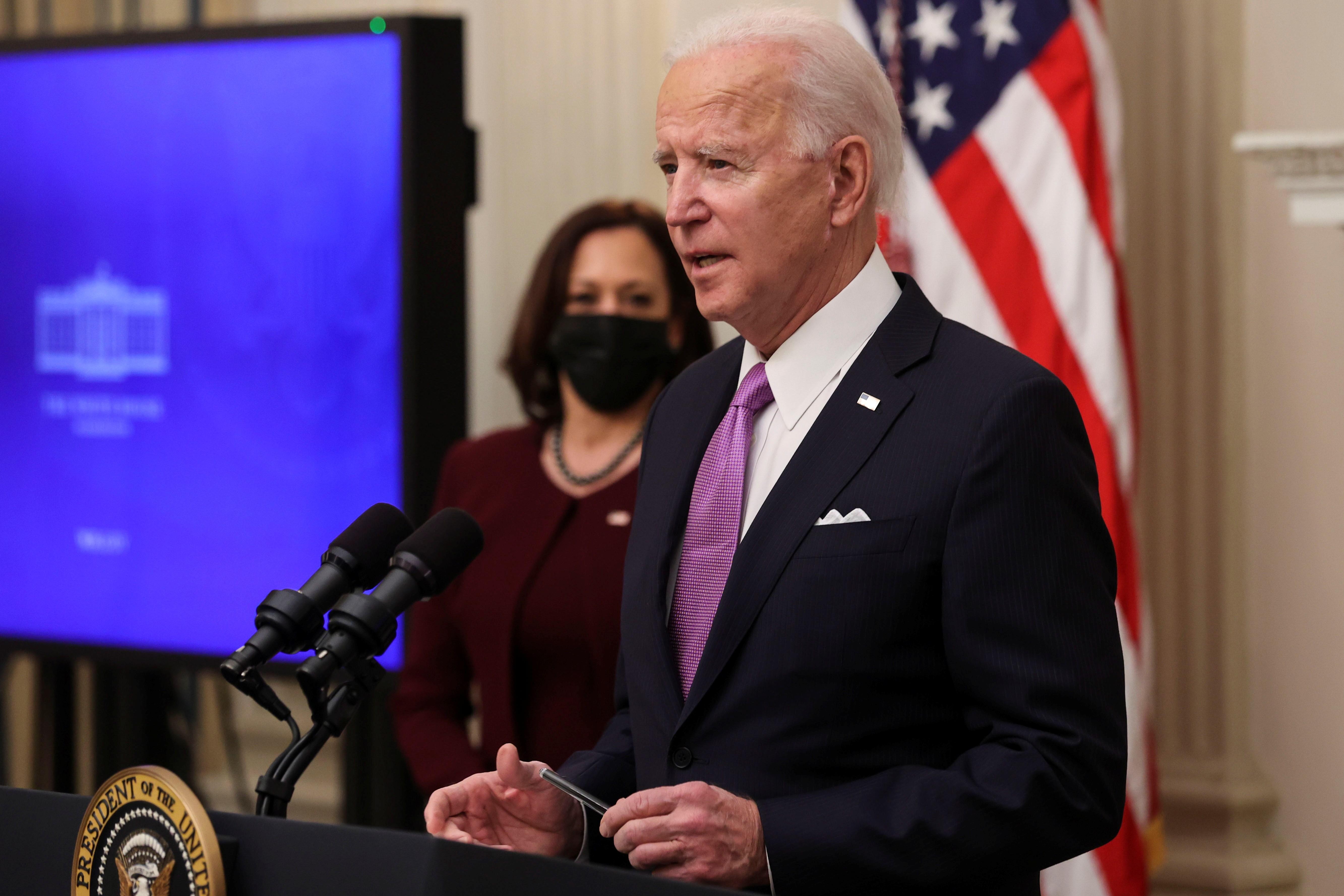 Biden anuncia plano para conter a pandemia de Covid-19 nos EUA