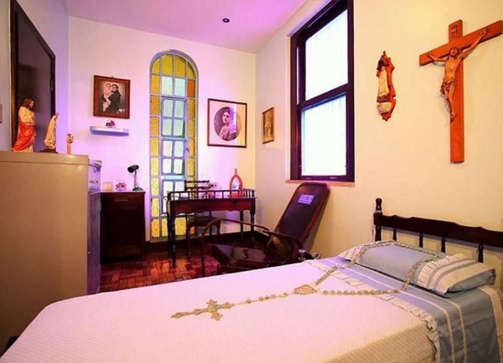 Quarto onde Irmã Dulce viveu parte da sua vida, em Salvador, está em memorial, inclusive a cadeira onde ela dormiu durante 30 anos — Foto: Divulgação/Osid