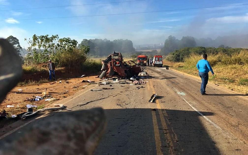 Grave acidente envolveu quatro caminhões e dois carros em Boa Esperança — Foto: Corpo de Bombeiros