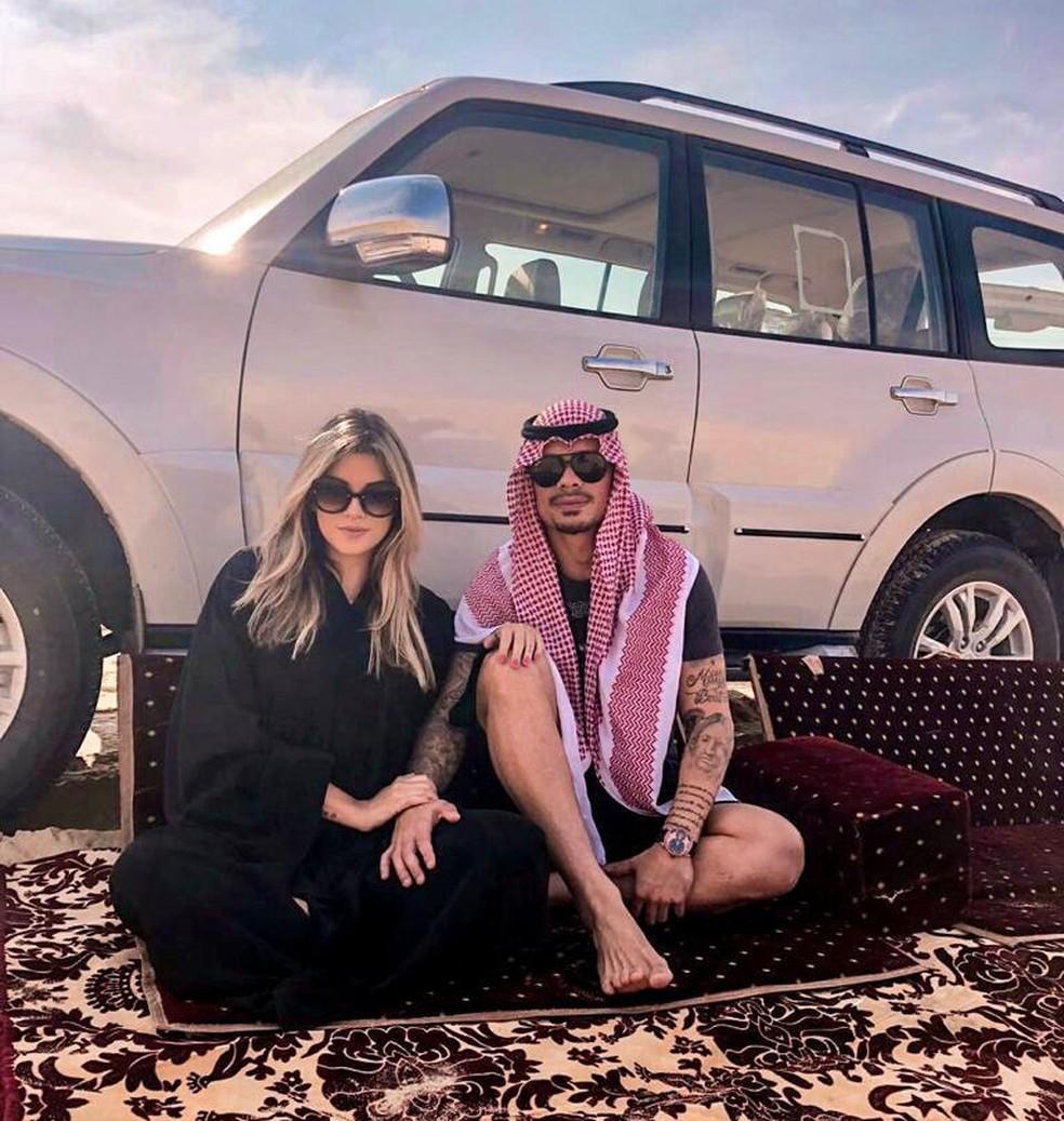 Bernardo e a esposa em dia de folga na Arábia Saudita  — Foto: Arquivo Pessoal/Bernardo