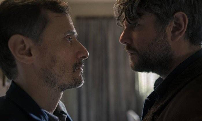 Enrique Diaz e Selton Mello em 'O mecanismo' (Foto: Karima Shehata/Netflix / Divulgação)