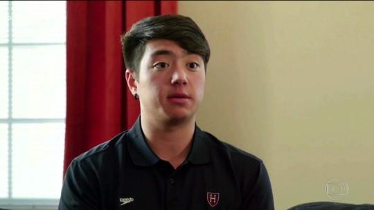 Nadador transgênero defende equipe masculina da universidade de Harvard
