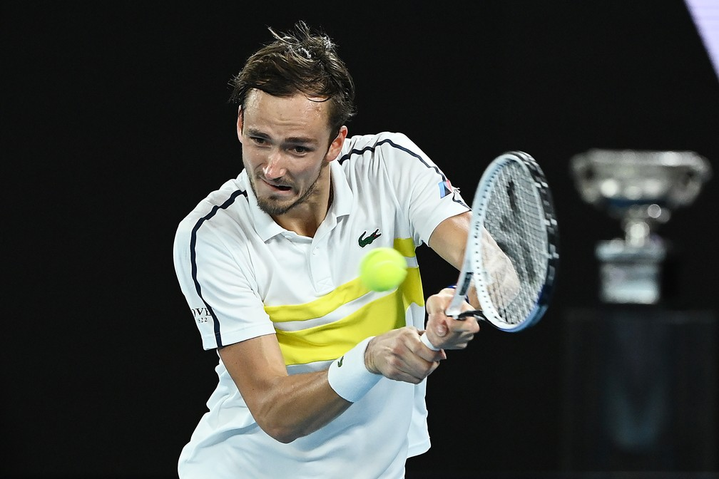 Daniil Medvedev oscilou no terceiro set mas se classificou para a final — Foto: Getty Images