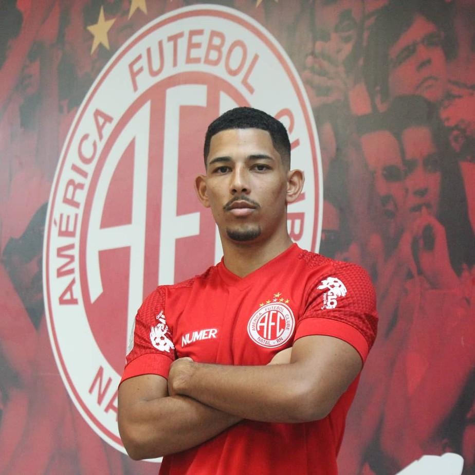 Atacante Zé Eduardo, ex-Villa Nova-MG e Cruzeiro, é anunciado pelo América-RN