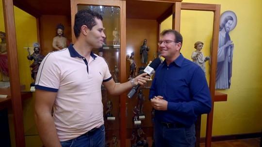 Pedro Leonardo conhece coleção de figuras de São João Batista