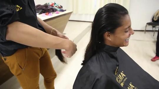 Jogadoras do Santos doam cabelo para mulheres com câncer; veja vídeo