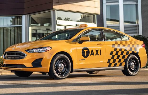 Ford Fusion táxi agora está disponível em versão híbrida (Foto: Divulgação)
