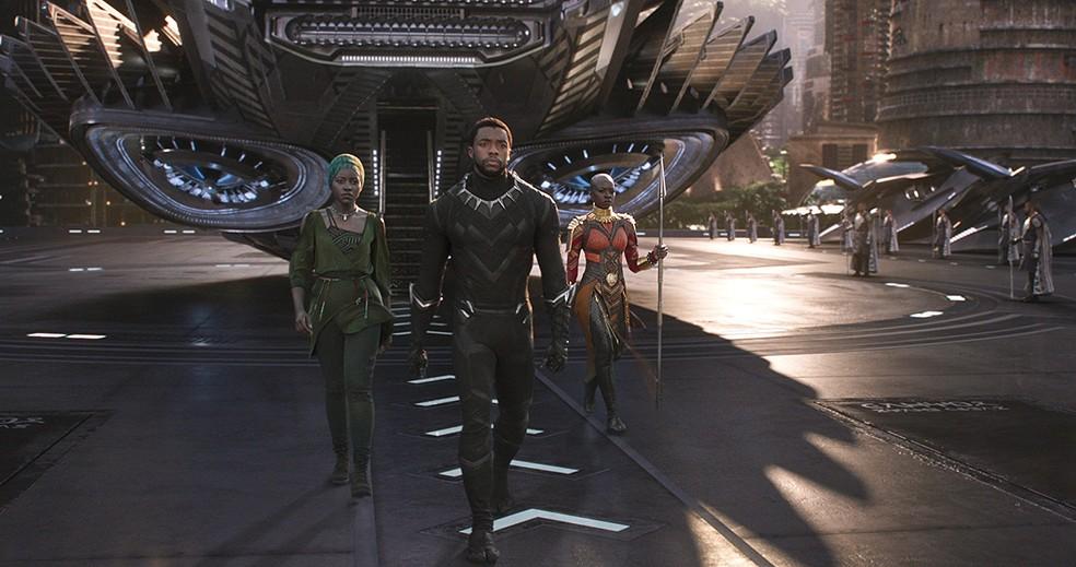 Lupita Nyong'o, Chadwick Boseman e Danai Gurira em cena de 'Pantera Negra' (Foto: Divulgação)