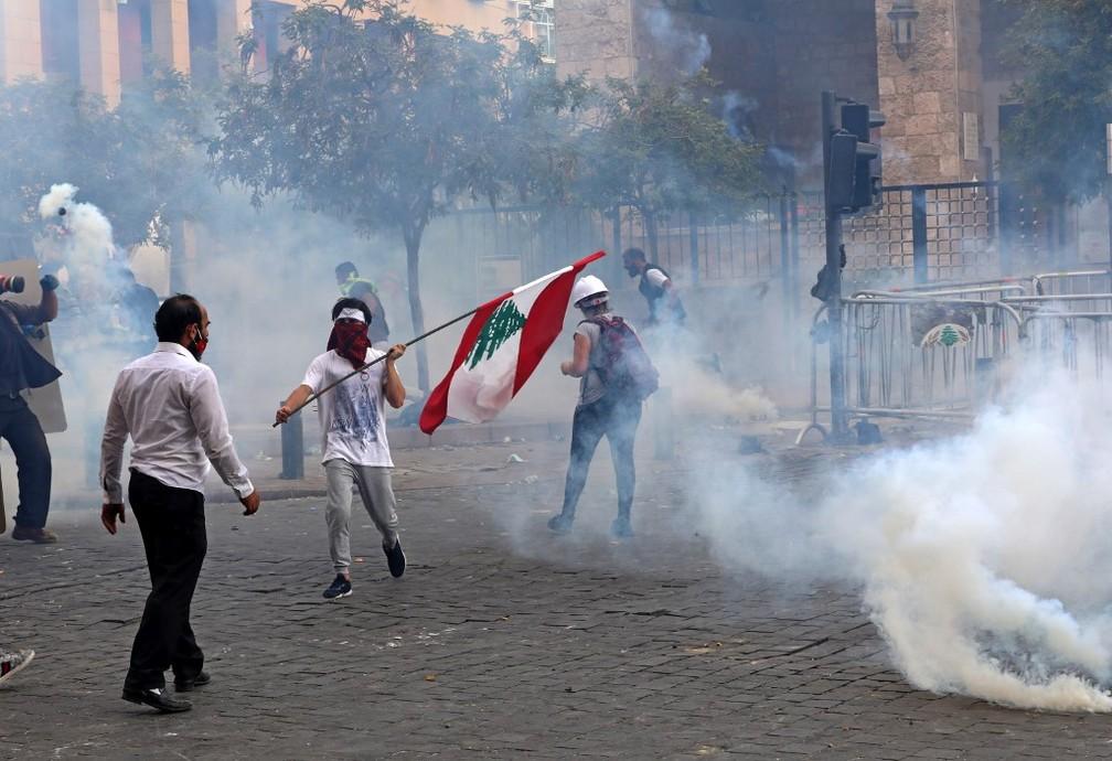 Manifestação contra o governo do Líbano em Beirute, em 8 de agosto de 2020 — Foto: Anwar Amro / AFP